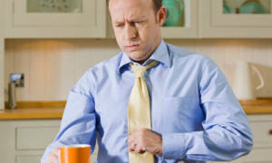 Возможные причины и эффективное лечение отрыжки воздухом и вздутия живота