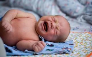 Что советует делать доктор Комаровский при лечении колик у малышей?