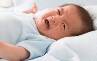 Почему у новорожденного болит животик и что делать в таком случае